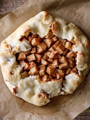 a cinnamon apple gluten-free galette