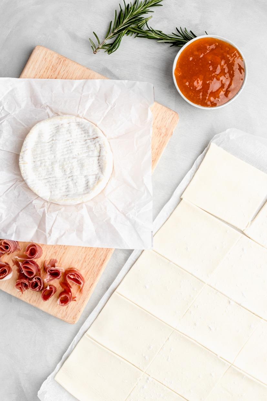 ingredients to make apricot brie bites