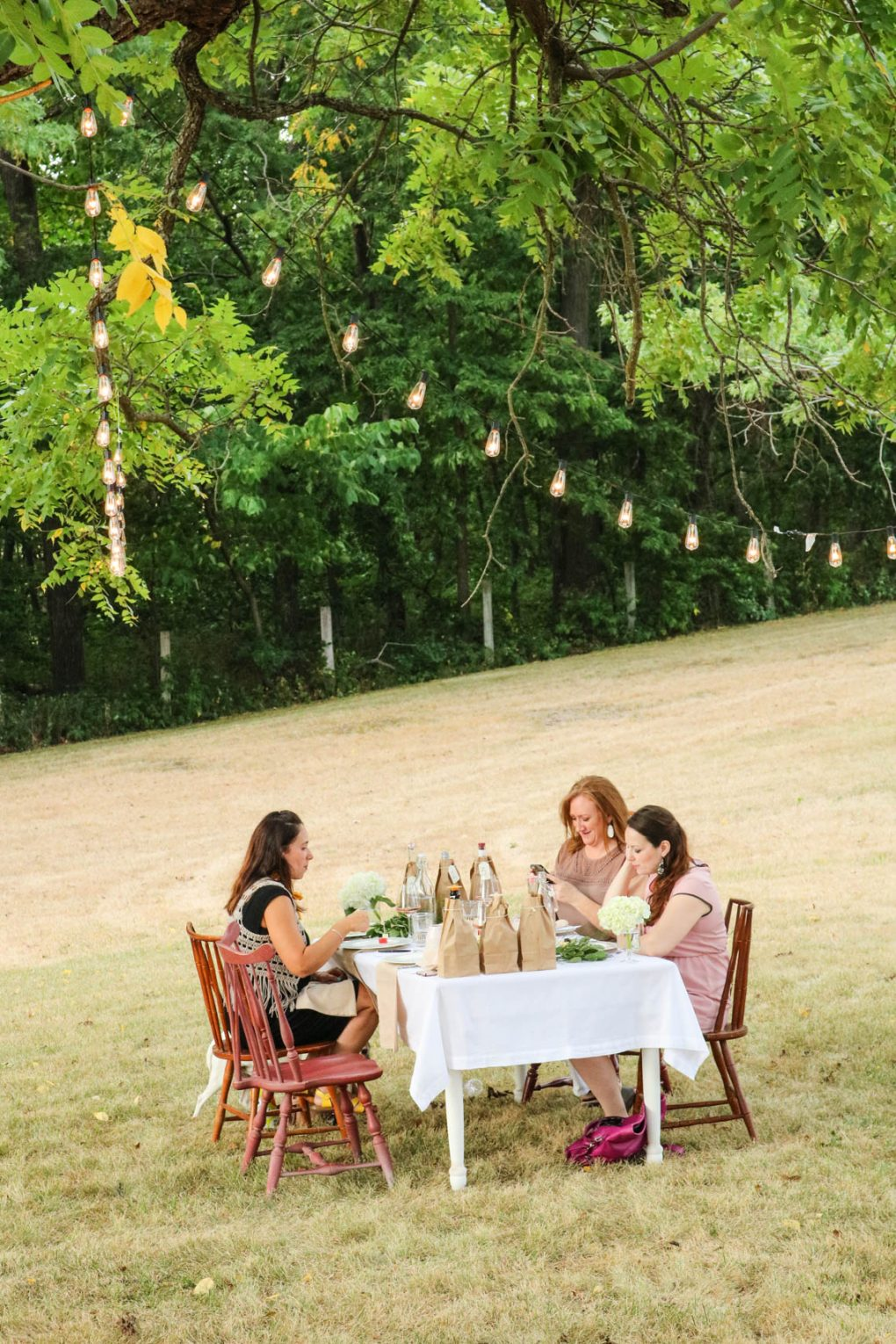 how to create the perfect outdoor party tablescape