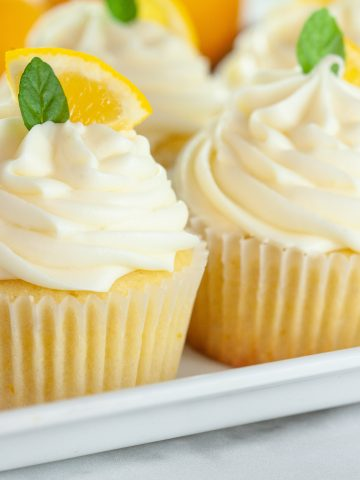 lemon cupcakes topped with lemonslices